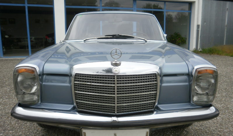 Mercedes Benz 230 Vehículo Histórico lleno