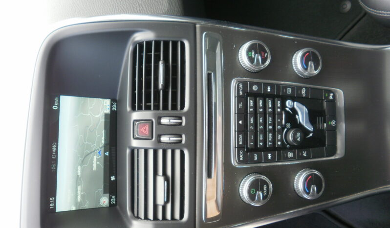 VOLVO XC60 D3 150cv MOMENTUM lleno
